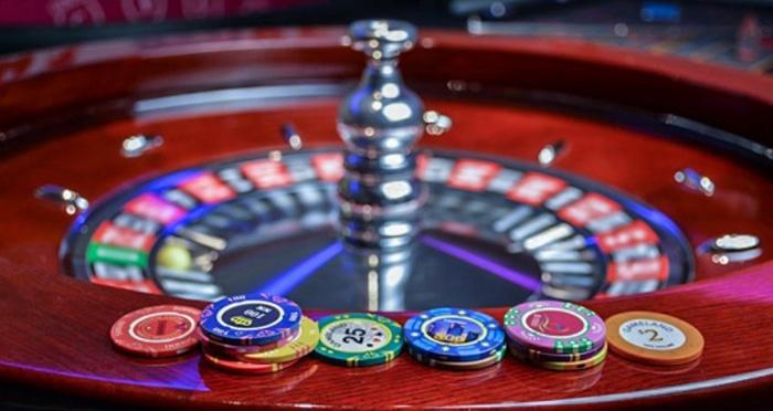 Theo ghi chép lại, sòng Casino đầu tiên của Việt Nam đã xuất hiện từ thời vua Trần Dụ Tông vào khoảng năm 1342